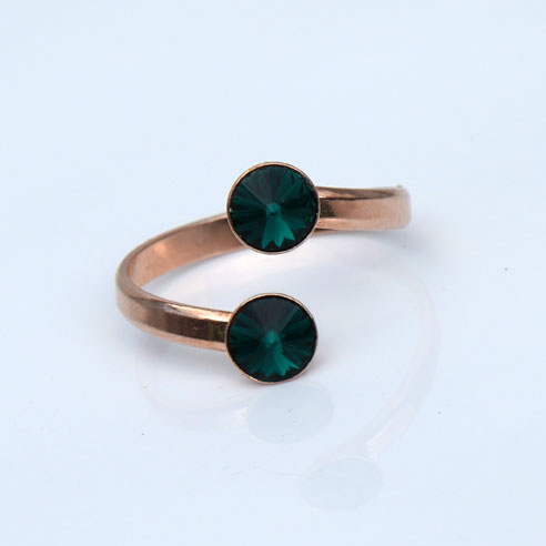 Rose Gold plated Silver Adjustable ring made with Emerald Swarovski® crystals. May birthstone.